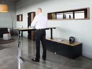 Höhenverstellbarer Schreibtisch L-Form